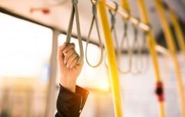 Resenärer kan använda framdörren igen vid resor på bussar